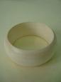 Браслет деревянный узкий, внутренний диаметр 6,5 см, ширина 3 см