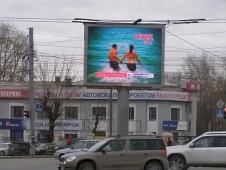 Экран на пересечении Комсомольского и Свердловского проспектов. Челябинск