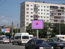 Экран на пересечении Комсомольского проспекта и ул. Молодогвардейцев. Челябинск