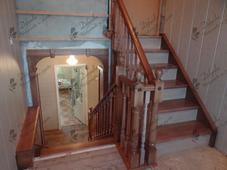 Деревянная прямая лестница с промежуточным этажом, сосна (сорт А). Челябинск