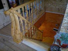Деревянная лестница с забежными ступенями, сосна (сорт А), бежевая. Челябинск