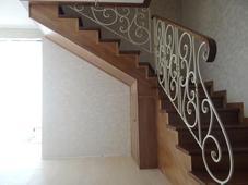 Деревянная лестница на металлическом каркасе, сосна (сорт А), бук. Челябинск