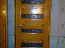 Дверь деревянная межкомнатная, вставки из стекла. Челябинск