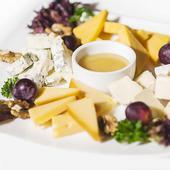 Сырная тарелка: армянские сыры. Челябинск